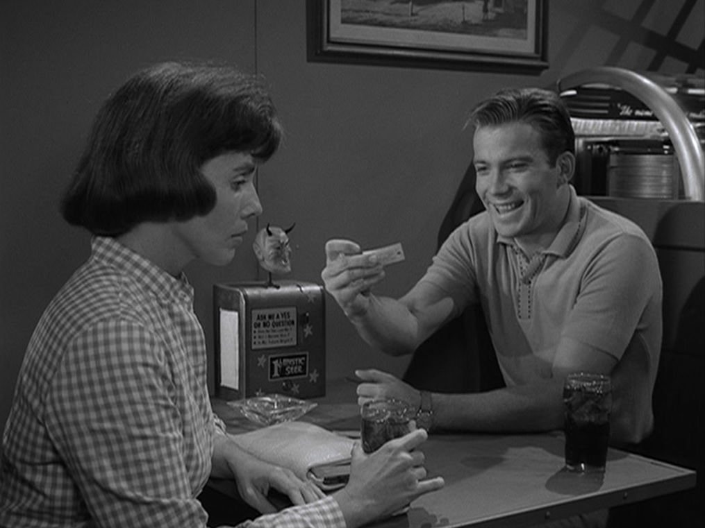 The Twilight Zone 2.7 – Nick of Time – Fire Breathing Dimetrodon Time